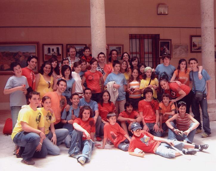 Villanosti en Torrijos, componentes de Danza del Sol, montaje creado por Antonio Domingo